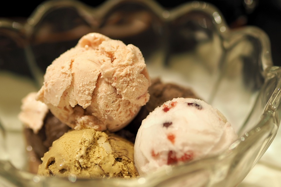 WE ALL SCREAM FOR LOW FAT, LOW CARB, HIGH PROTEIN ICE CREAM!